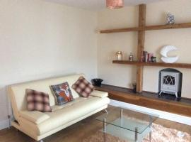Large 2 Bed Flat, Ystradgynlais (рядом с городом Seven Sisters)