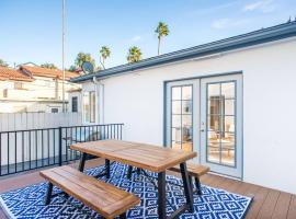 Two-Bedroom, One-Bath Apt in the Heart of Pacific Beach