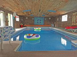Holiday home with Indoor Pool, Fairwood