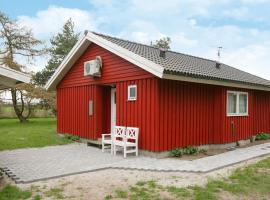Two-Bedroom Holiday home in Rødby 10, Kramnitse (Tjørnebjerg yakınında)
