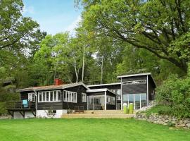 Three-Bedroom Holiday home in Kungshamn 7, Hovenäset