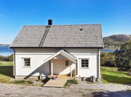 Three-Bedroom Holiday home in Flatanger, Vik