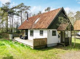 Three-Bedroom Holiday home in Nexø 35, Balke (Kannikegærdet yakınında)