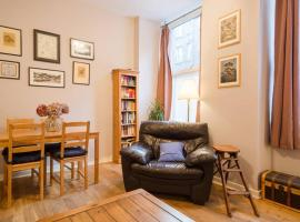 2 Bed Spacious Flat 15 Minutes from Royal Mile