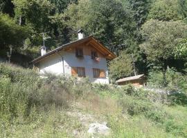 Chalet Immerso nel Verde, Strembo (Spiazzo yakınında)