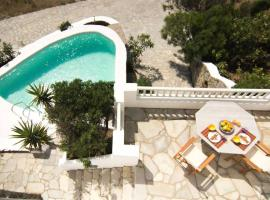 Unique Luxury Traditional Maisonette in Mykonos with a pool, Калафатис (рядом с городом Merchia Beach)