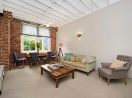 Riverfront Lofty Apartment