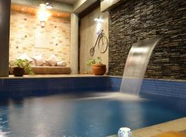 Pura Vida - Boutique Pool HomeStay