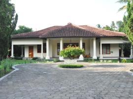 Villa Bugis Kalibaru, Kalibaru (рядом с городом Gambiran)