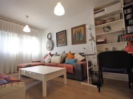 Bonito apart. con PARKING Y PISCINA, Mairena del Aljarafe (Gelves yakınında)