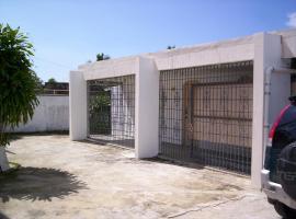 Super Economical Studios, La Alianza (El Paredón yakınında)