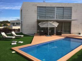 Villa del Golf, Сан-Эстеве-Сесровирес (рядом с городом La Beguda Alta)