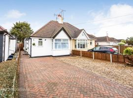 THE WOODLANDS BUNGALOW *1.5mi from Seafront*, Southend-on-Sea