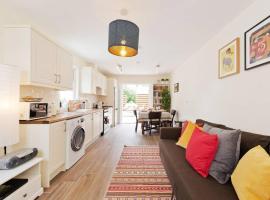 2 Bedroom Riverside Apartment Accommodates 6