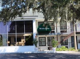 Creekside Lands Inn, Charleston
