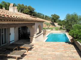 ;Villa Lou Amiradou 135S, Гримо (рядом с городом Guerre Vieille)