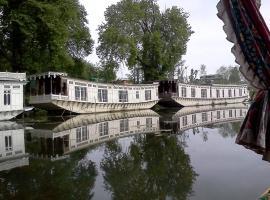 Butts Clermount Houseboat, Сринагар (рядом с городом Nasīm Bāgh)