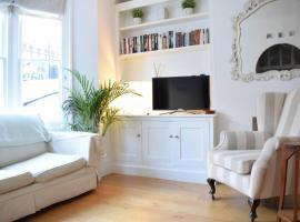 2 Bedroom Flat with Garden Sleeps 4 in Shepherd's Bush, Лондон (рядом с городом Shepherds Bush)