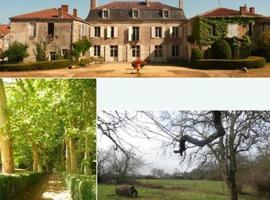 Eco Logis de Chantegrolle, Champagne-Mouton (рядом с городом Loume)