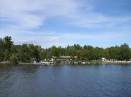 Chalkley's Sandy Bay Cottage Resort, Nipissing Beach (Port Loring yakınında)