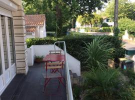 Maison avec jardin ombragé dans quartier Pontaillac