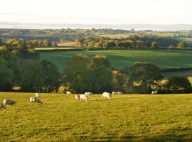 Little Barn, Crediton, Woolfardisworthy (рядом с городом Poughill)