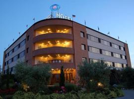 Hotel Forum, 푀아노델라키아나
