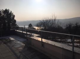 Beatiful new apartment overlooking Brno Dam, Brno (Bystrc yakınında)