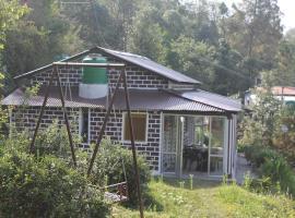 Huts N hills, Bāgeshwar (рядом с городом Kapkot)
