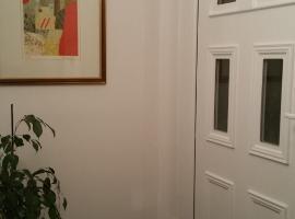 Room in JR Art Gallery, Bad Soden am Taunus (Kronberg im Taunus yakınında)