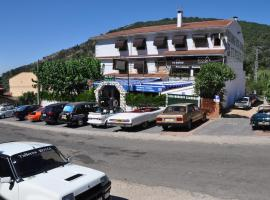 Hostal Minigolf El Meson, El Real de San Vicente (рядом с городом Navamorcuende)