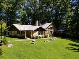 Boulders Lodge Vacation Home, Morgantown (рядом с регионом Brown County)