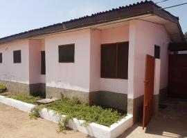 JIV Guesthouse, Elmina (рядом с городом Ahinbuboi)