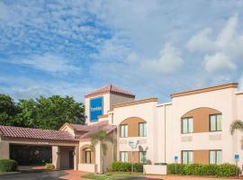 Travelodge by Wyndham Fort Myers Airport