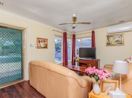 Charming, neat and convenient holiday home, Kelmscott