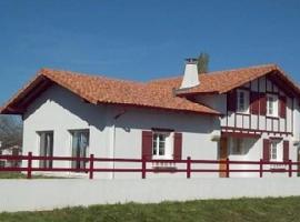Maison LEKU EDER, Larressore (рядом с городом Ustaritz)