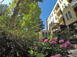 Hotel Salus, Salice Terme (Rocca Susella yakınında)