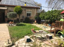 יחידת דיור נפרדת הכוללת שרותים ומקלחת, חדר שינה וחדר עבודה, Qiryat 'Amal