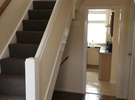 Lovely 4 Bedroom House, sleeps 7, minutes from M4, J37, Pyle
