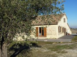 Cottage on Urbino hilltop, Colbordolo