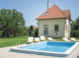 Three-Bedroom Holiday Home in Fertod, Fertőd (рядом с городом Nyárliget)