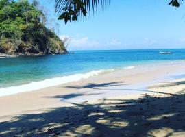 Iguana Beach Eco Resort, Estero de La Montaña