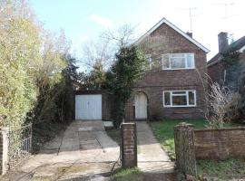 Detached Farnborough Airport Accommodation, Mytchett