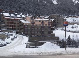 First Line Mountain View Ski Apartment, Soldeu (Near Incles)