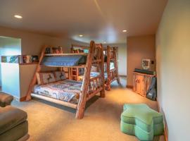 Miracle Lodge - Four Bedroom Cabin, Leavenworth (in de buurt van Lake Wenatchee)