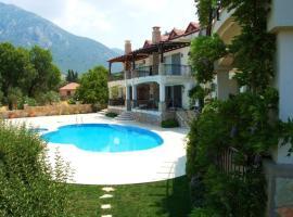 """""""Villa EOT19 Nestled in Pine-clad Mountain side with Panoramic Views"""", Uzumlu (in de buurt van Kemer)"""