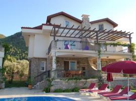 """""""Villa nestled in pine-clad mountain side with panoramic views"""", Uzumlu (in de buurt van Kemer)"""