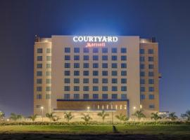 Courtyard by Marriott Surat, Surat (рядом с городом Bhatha)