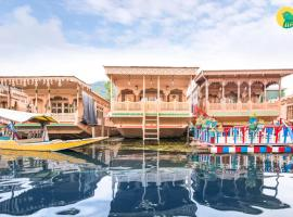 Houseboat for a group on Dal Lake, Srinagar, by GuestHouser 25086, Сринагар (рядом с городом Naupura)