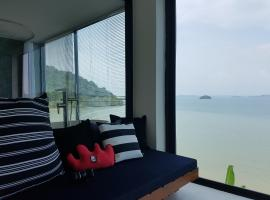 8IK88 Resort, Por Bay